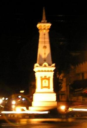 http://sdgambiranom.files.wordpress.com/2008/12/tugu-yogya.jpg